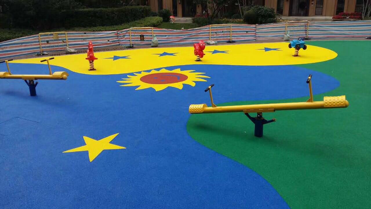 田径跑道,网球场,篮球场,羽毛球场,游乐场安全地面休闲场所等,儿童游图片
